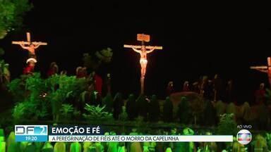 Morro da Capelinha, em Planaltina, recebe fiéis para a Paixão de Cristo - De acordo com a Polícia Militar, cerca de 15 mil pessoas acompanharam a encenação.