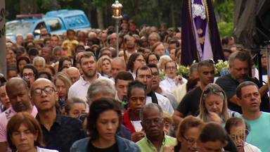 Católicos seguem tradição na Catedral de Petrópolis, no RJ - Assista a seguir.