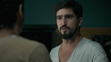 Jamil decide avisar Laila da presença de Youssef - Ele se preocupa com a segurança de Hussein no Líbano