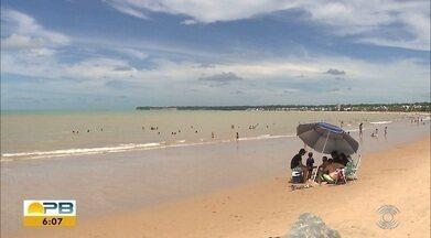 Muita gente aproveitou o domingo de sol na orla da capital paraibana - Depois do sábado chuvoso, as praias da capital ficaram cheias de paraibanos e turistas.