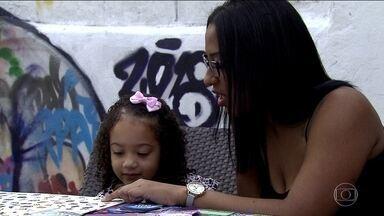 Gravidez precoce é uma das principais causas da evasão escolar, diz estudo - Estudo da Fundação Abrinq mostrou que quase 30% das mães adolescentes, com até 19 anos, não concluíram o ensino fundamental, ou seja, estudaram menos de sete anos.