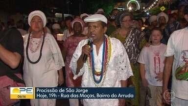Procissão que homenageia São Jorge e Ogum completa 50 anos - Homenagem ao santo reúne fieis de diferentes religiões na Zona Norte do Recife.