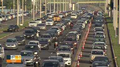 Inversão das faixas exclusivas da EPTG completa um mês - Nesse período, segundo o DER, mais de 1.500 motoristas foram multados. A maioria por furar o bloqueio das faixas.