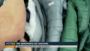 Paraguaio é preso no aeroporto de Cascavel com cocaína escondida dentro de roupas - Droga estava diluída em gel e seria levada para Lisboa, em Portugal.