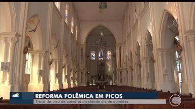 Troca do piso da catedral de Picos divide opiniões - Troca do piso da catedral de Picos divide opiniões