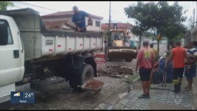 Cratera em bairro de São Vicente preocupa moradores da região - Situação causava transtornos para moradores da Vila Cascatinha.