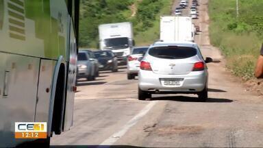 Buracos na BR-116, em Chorozinho, aumentam perigo e prejuízos para motoristas - Confira outras notícias no g1.com.br/ce