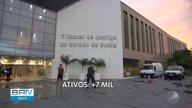 OAB contesta Lei Orçamentária da Bahia e pede mais servidores para a Justiça - Servidores inativos do Tribunal de Justiça são pagos pelo Poder Executivo, porém, estão constando na folha de pagamento do órgão. Com isso, não é possível contratar mais juízes e funcionários.