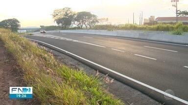 Motorista suspeito de ter matado mulher atropelada na SP-425 é identificado - Indivíduo mora na cidade de Uberaba (MG).