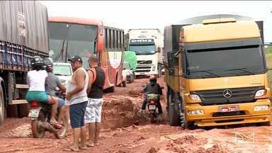 Motoristas sofrem com atoleiros na BR-316, no Maranhão - A rodovia é a principal ligação entre as regiões norte e nordeste do país.
