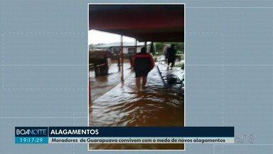 Chuva preocupa moradores de Guarapuava que tem medo de alagamentos - A água não consegue escoar e fica acumulada nas ruas.