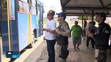 Fiscalização em Nossa Senhora do Socorro tirou dois ônibus de circulação - Foram encontrados problemas de acessibilidade nos veículos, que foram encaminhado para a garagem.