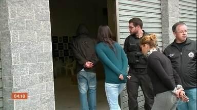 Dezoito suspeitos de extorquir moradores de condomínio no RS são presos - Criminosos aterrorizavam moradores e invadiam apartamentos vazios de conjunto em Pelotas. Operação policial envolveu cerca de 600 agentes.