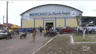 Moradores e motoristas reclamam de fechamento de uma rua em Santa Inês - Espaço foi reservado para a instalação dos camelôs, que hoje ocupam a Rua do Comércio.