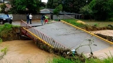 Moradores reclamam de dificuldade no acesso a bairro de São Roque - Moradores do Jardim Guaçu, em São Roque, enfrentam um problema para chegarem ao bairro. A ponte que dava acesso caiu e o caminho alternativo também está com problema.