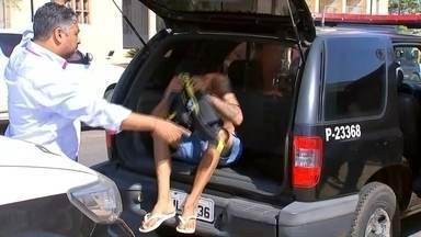 Operação contra gangues prende três pessoas em Andradina - Três pessoas foram presas em flagrante nesta quarta-feira (24) em Andradina (SP) suspeitas de fazerem parte de gangues. As prisões foram durante uma operação, justamente para combater a violência no município.