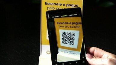 Cresce no Brasil a onda dos pagamentos digitais via celular - Ao longo da história, a gente já usou diversos objetos para medir riqueza e comprar o que nos interessa. Do metal, às cédulas de papel, cartões de plástico e agora o smartphone.