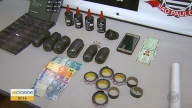 Mulher é presa com drogas e cartas de facção criminosa em Ribeirão Preto - Droga e bilhetes seriam entregues a presos, mas foram interceptados pela Polícia Civil.
