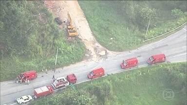 Tentativa de roubo de combustível causa vazamento na Baixada Fluminense (RJ) - Um vazamento, provocado por uma tentativa de roubo de combustível, deixou cinco pessoas feridas na Baixada Fluminense, no Rio.