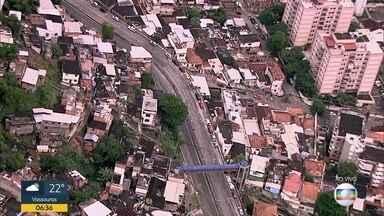 Operação policial interdita a autoestrada Grajaú-Jacarepaguá - A via está interditada nos dois sentidos.