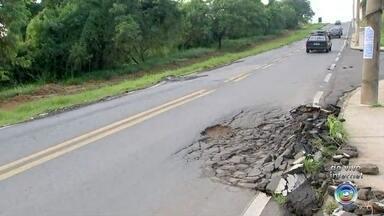 Motoristas reclamam de rachaduras em estrada em Porto Feliz - Uma estrada de Porto Feliz (SP) está dando dor de cabeça aos motoristas. A via tem trechos rachando e a situação preocupa os motoristas.