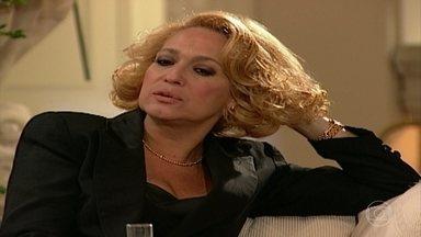"""Branca recebe amigos em casa - Ela reclama da """"marcação cerrada"""" de Eduarda sobre Marcelo"""