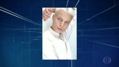Enterrado corpo do modelo que morreu após desmaio em passarela - Tales Cotta tinha 25 anos e passou mal durante um desfile da São Paulo Fashion Week.