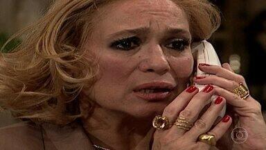Capítulo de 30/04/2019 - Branca estava em ligação com Laura e se desespera ao prever que ela e Marcelo sofreram um acidente. Laura e Marcelo são levados ao hospital. Arnaldo se descontrola no hospital e descobre que Marcelo está em coma. Marcelo entra em cirurgia. Lídia, Nando e Sandrinha jantam à luz de vela. Lídia briga com Orestes por não ter pagado a conta de luz. Atílio convida Helena e Eduarda para um almoço.