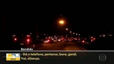 Avenida Brasil: assaltos e medo na maior via da cidade - Bandidos inventaram nova modalidade de assaltos: se passar por vendedores ambulantes. Vítima filma a ação dos assaltantes.