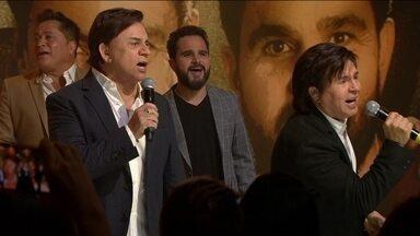 """""""Amigos"""" cantam o clássico de Chitãozinho e Xororó """"Evidências"""" - undefined"""