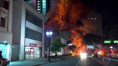 Investigação revela agressões e ameaças vividas por moradores de prédio que desabou em SP - A imagem ficou na memória dos brasileiros. Um prédio em chamas, no Centro de São Paulo, que de repente desmorona. Esta semana, o incêndio do edifício Wilton Paes de Almeida completou um ano. Sete pessoas morreram.