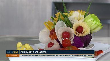 Cozinheira cria esculturas de comida no Restaurante Universitário da UEPG - Dona Gísa trabalha na universidade há 26 anos e tenta deixar, todos os dias, as refeições dos alunos mais divertidas.
