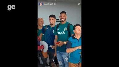 David Brazil tieta jogadores do Altos em aeroporto de São Luís - undefined
