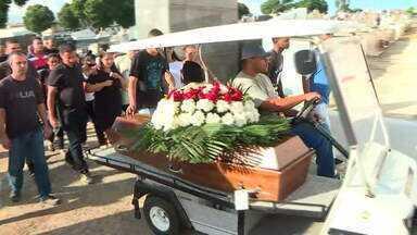 Motorista de aplicativo assassinado é enterrado em Irajá - Luiz Carlos Santos do Nascimento, de 44 anos, foi morto na madrugada de segunda para terça-feira (7). Segundo a polícia, o tiro deve ter sido disparado por um passageiro do carro.