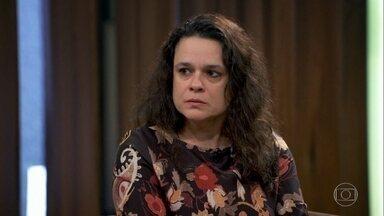 Janaina Paschoal garante que não se arrepende do pedido de impeachment de Dilma Rousseff - Ela chegou a pedir desculpas à política pelo impeachment e foi duramente criticada pelo partido