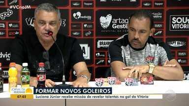 Luciano Júnior é apresentado como novo treinador de goleiros do Vitória - Veja os destaques do rubro-negro baiano.