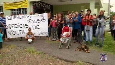 Posto de Saúde na zona norte de Porto Alegre está sem médicos - Moradores da região fazem protesto pedindo atendimento.