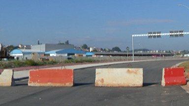 Entrega da Avenida das Orquídeas, que corta Mogi e Suzano, é adiada - A previsão é de que até julho a Avenida seja liberada. Enquanto isso, o jeito é ter paciência no trânsito na principal via de acesso entre Mogi e Suzano.
