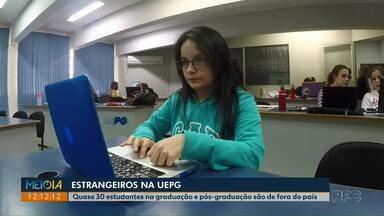 UEPG tem cerca de 30 alunos estrangeiros nos cursos de graduação e pós-graduação - Estudantes brasileiros da universidade falam da importância de trocar informações com colegas de outros países.