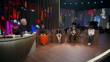 """Pedro Sousa e Felipe Costa falam sobre seus personagens em """"Billy Elliot"""" - Bial apresenta os outros atores que fazem os personagens no espetáculo"""