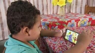 Aplicativo ajuda pais a controlar o tempo que filhos passam no celular - Luiza Mendonça sentiu esse problema com os próprios filhos. Procurou no mercado alguma ferramenta para controlar o uso do celular, não achou e criou o próprio aplicativo.