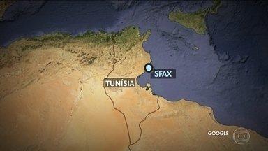 70 morrem em naufrágio de bote inflável na costa da Tunísia - Imigrantes tinham partido da Líbia na quinta-feira.