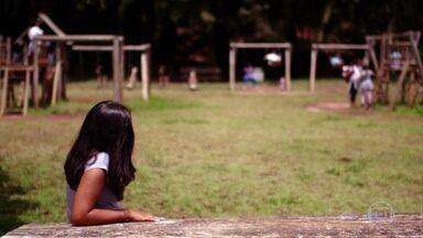 Especialistas orientam como lidar com a timidez desde a infância - No Educandário Dom Duarte, na Zona Oeste de São Paulo, uma ferramenta contra o bullying tem ajudado na timidez. Para a analista de sistemas Thaís Barbosa, o curso de oratória ajudou a falar em público, evoluindo no trabalho.