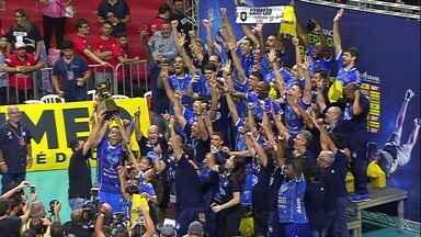 Taubaté bate o Sesi-SP e conquista o título da Superliga masculina de vôlei - Taubaté bate o Sesi-SP e conquista o título da Superliga masculina de vôlei