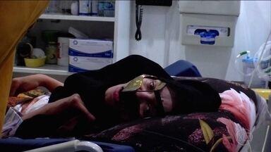 Mulher acorda depois de 27 anos em hospital, praticamente inconsciente - Em 1991, nos Emirados Árabes, Murina Abdullah salvou o filho, mas sofreu lesões cerebrais graves e entrou em coma após um acidente de carro. Vinte e sete anos depois, com cirurgias e diversos tratamentos, o inesperado aconteceu: Murina acordou.