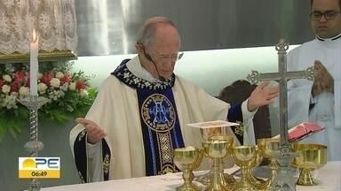 Monsenhor Romeu, da Igreja da Torre, completa 90 anos - Religioso segue disposto a ajudar o próximo e emocionando católicos