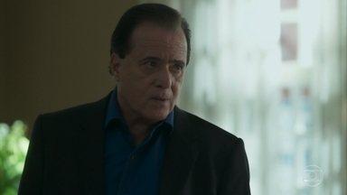 Olavo manda Sampaio esperar sua ordem para invadir o casarão - Empresário avisa que vai precisar de Laura