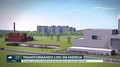 Primeira usina termoelétrica do Brasil deve ser construída no Rio - A termoelétrica foi projetada para transformar em eletricida 1,3 mil toneladas de lixo por dia. Isso equivale a 14% de todos os resíduos coletados no Rio por dia. Ela seria instalada na unidade da Comlurb no bairro do Caju, na Zona Portuária.