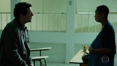Adriano procura Janaina - Ela não admite que o filho é dele. Valdir conta a Adriano que mataram o Jorjão da faxina