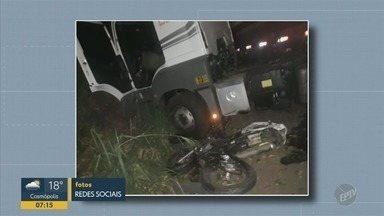 Homem de 45 anos morre em acidente em rodovia de Charqueada - Uma moto, um caminhão e uma caminhonete se envolveram no acidente.